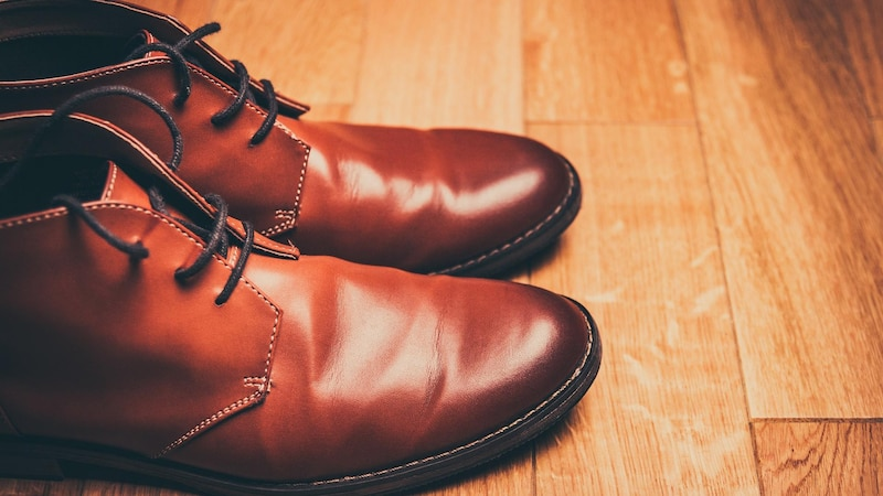 Schuhe können Sie mit ein paar Handgriffen selbst reparieren.