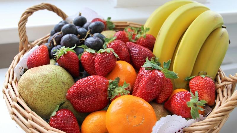 Neben Trauben eignen sich zum Beispiel auch Beeren zur Weinherstellung.