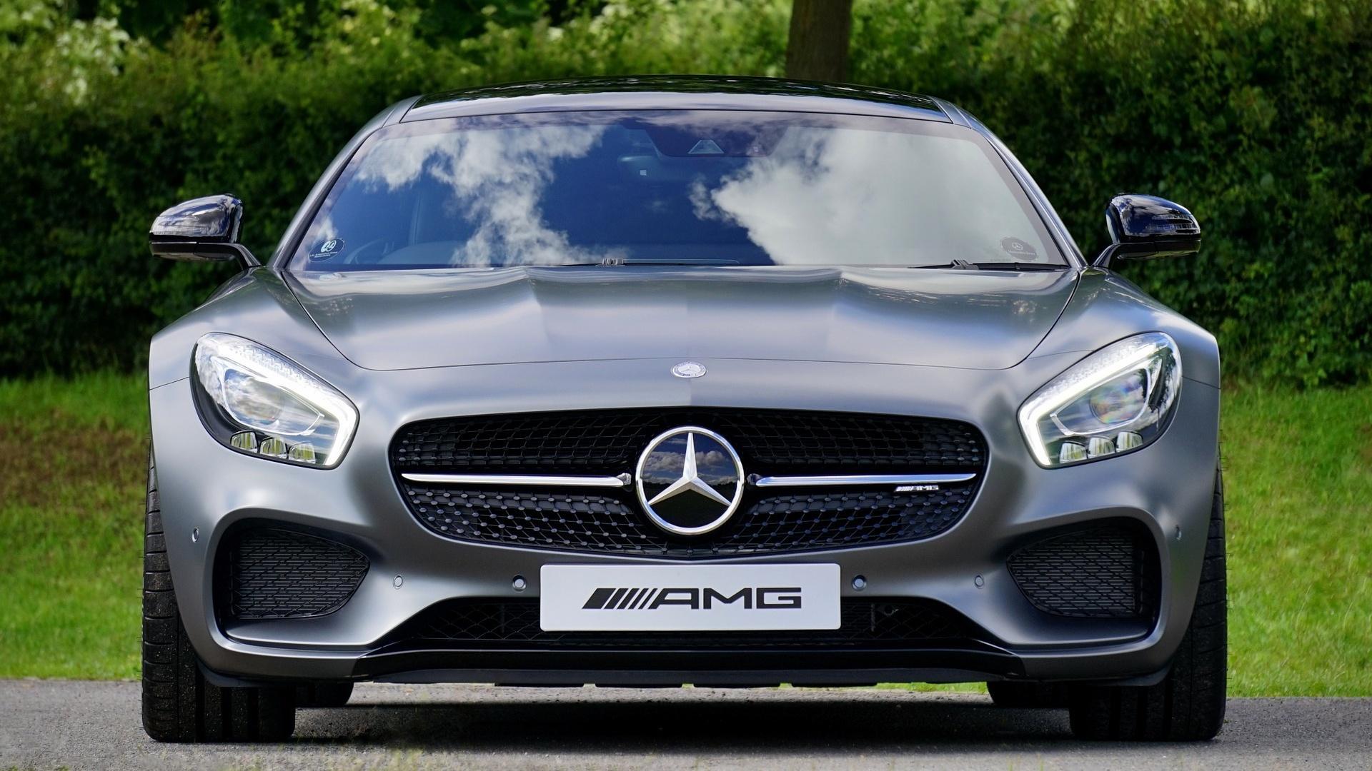 Was heißt AMG: Die Abkürzung steht nicht nur für die bekannten Sportwagen. Sie hat noch viele andere Bedeutungen.