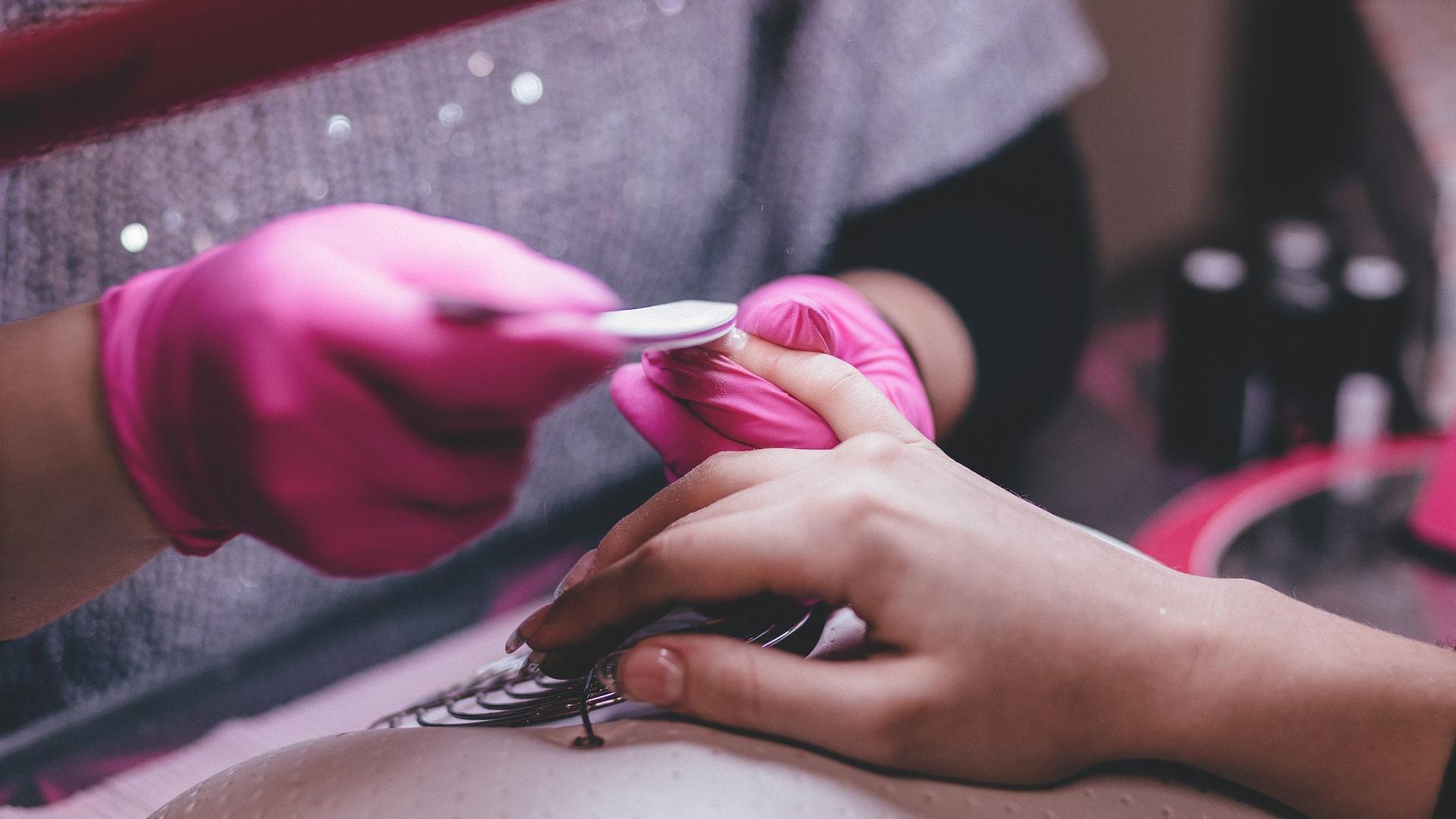 Babyboomer Nägel können Sie ganz einfach selber machen