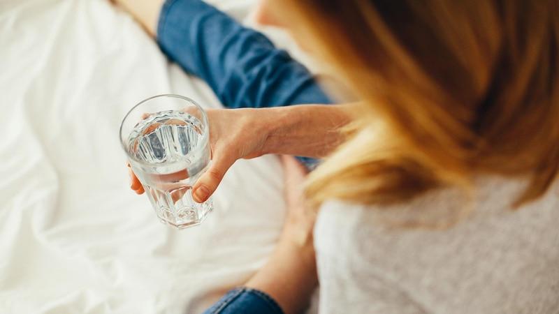 Das Trinken von warmem Wasser am Morgen wirkt sich positiv auf Ihren Körper aus.