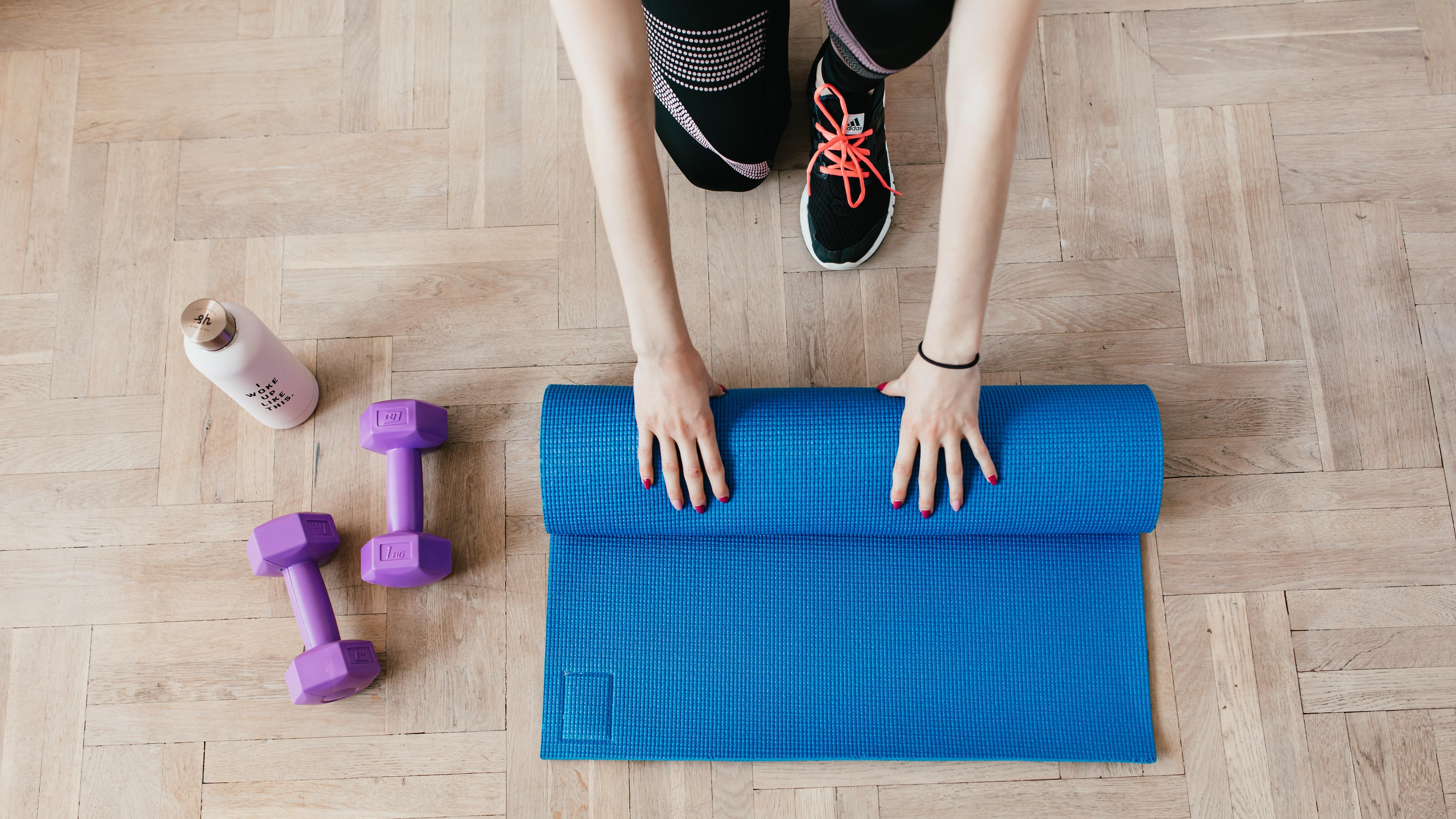 Regelmäßiges Beintraining kann Frauen beim Abnehmen und Hautstraffen helfen.