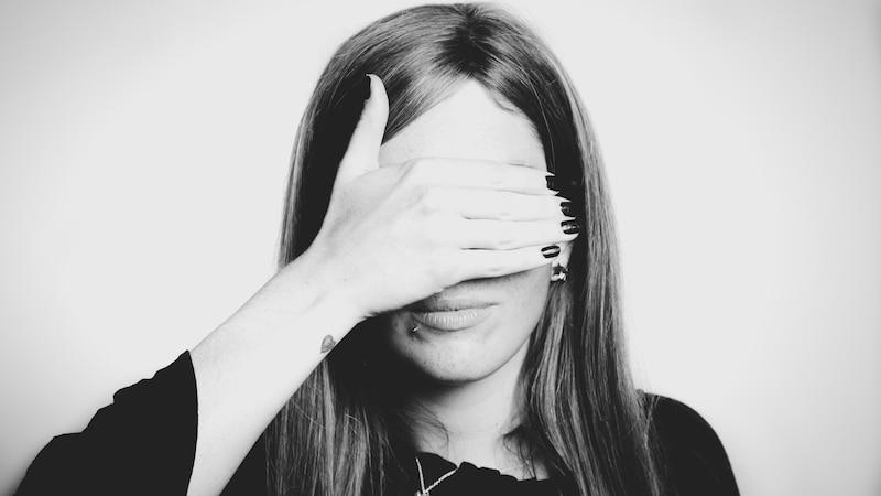 Schüchterne Menschen: Diese Eigenschaften zeichnen sie aus