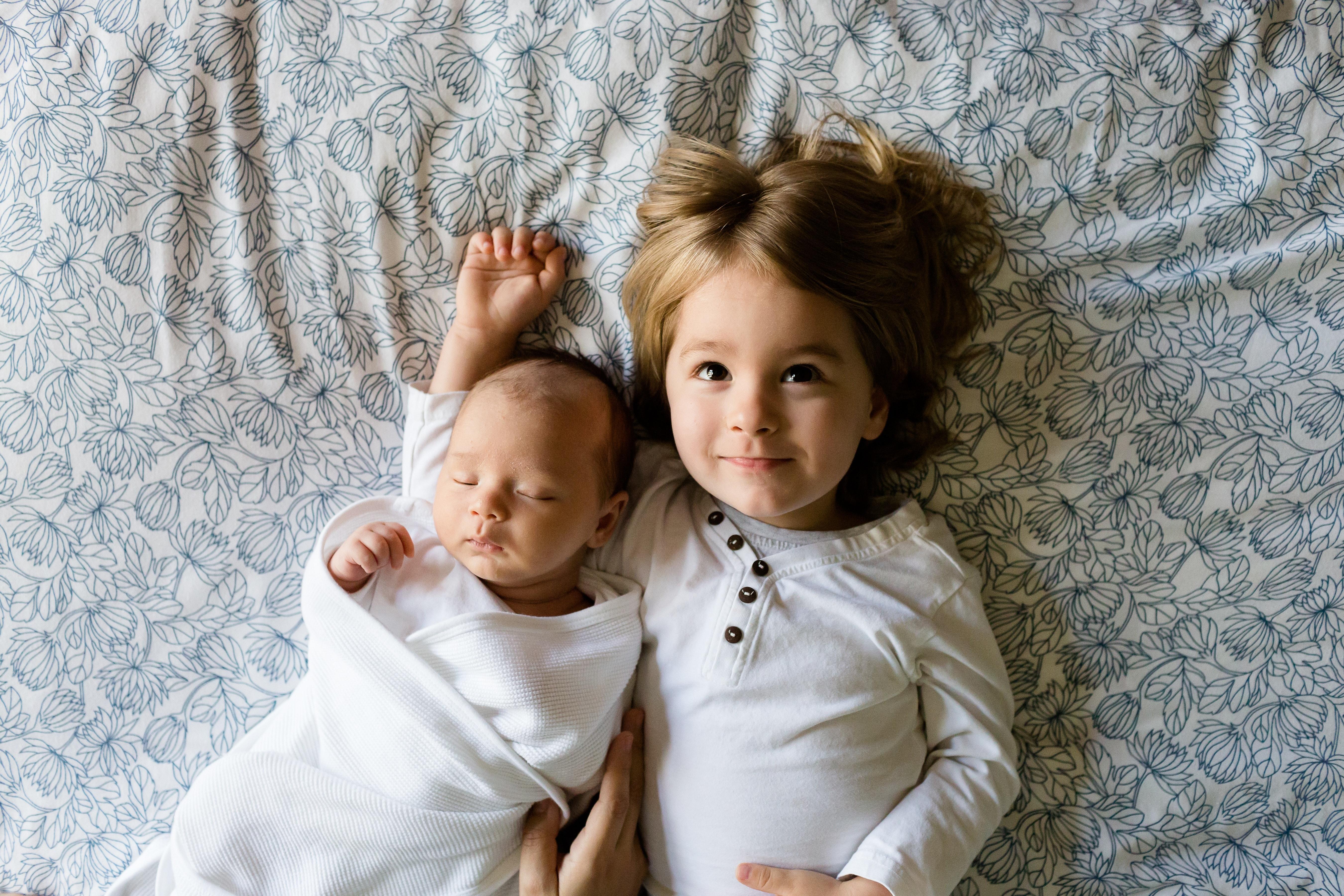 Kind auf Geschwisterchen vorbereiten: Tipps für Eltern