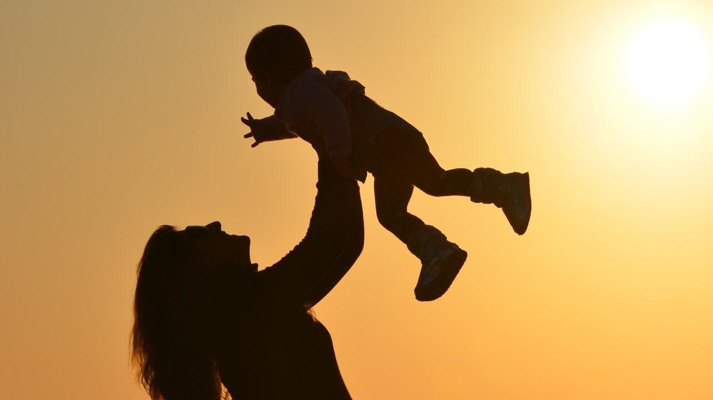 Baby im Sommer anziehen: Darauf müssen Sie achten