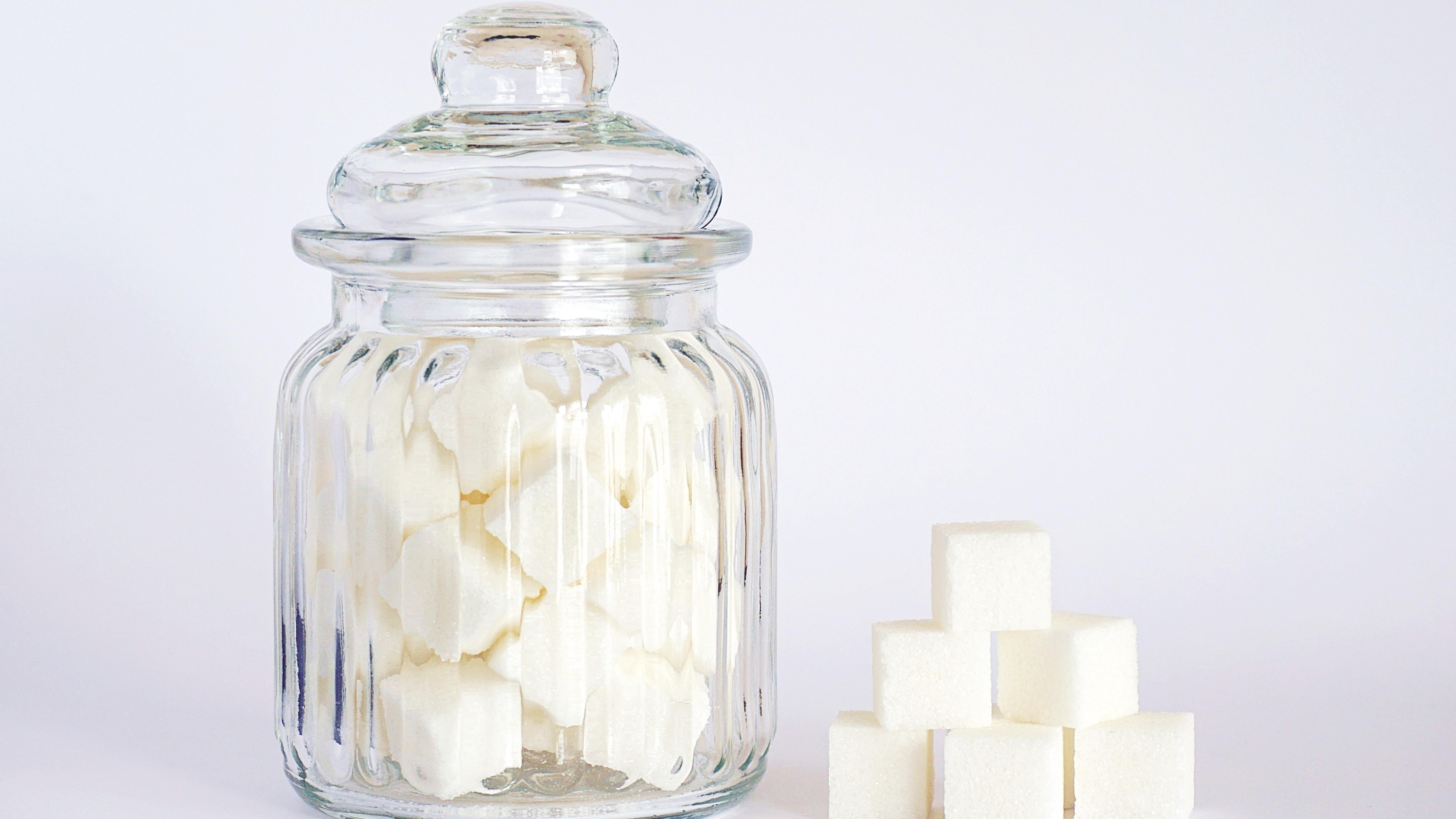 Weniger Zucker essen: Mit nur ein paar Tricks klappt es.