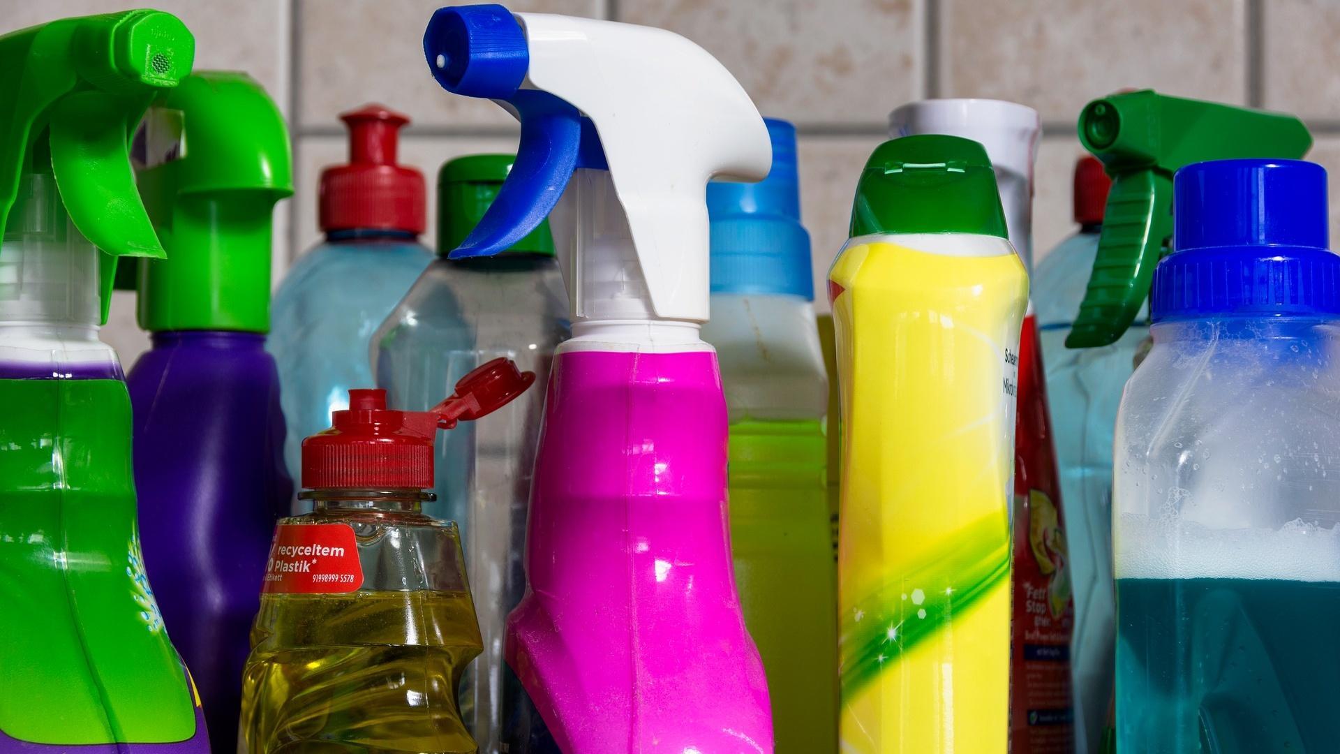 Um Ihre Spülmaschine zu pflegen, brauchen Sie keine teuren Spezialreiniger