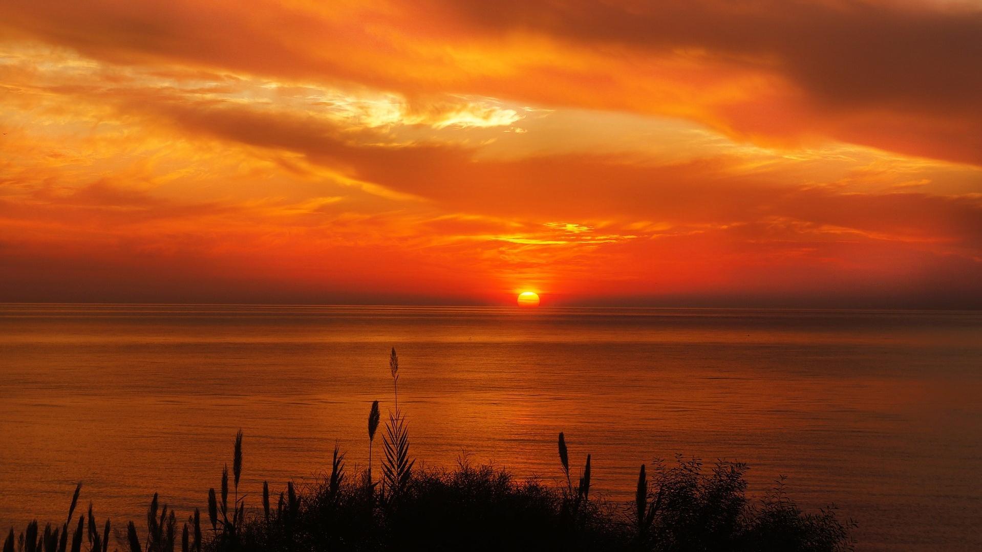 Auch wenn der Sonnenverlauf auf der Südhalbkugel anders ist, die Sonne geht auf der ganzen Welt im Westen unter.
