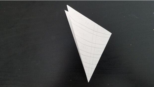 Zeichnen Sie die Linien auf das Papier.