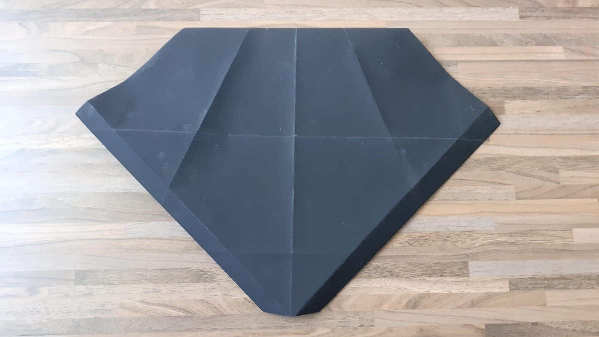 Drehen Sie Ihren Origami-Pinguin um, er sollte nun so aussehen.