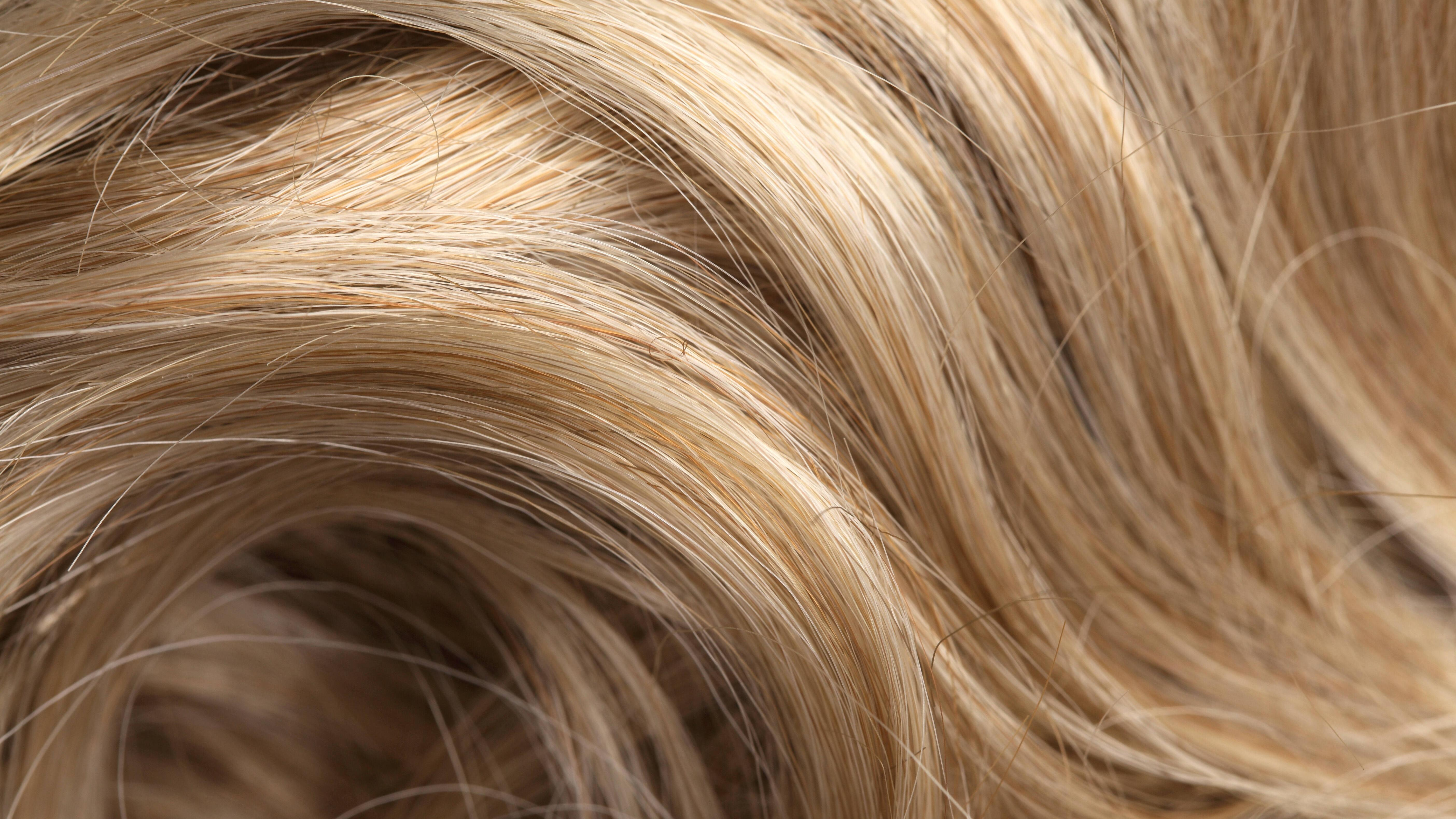 Gelbstich entfernen: 5 gelingsichere Tipps für Ihre Haare