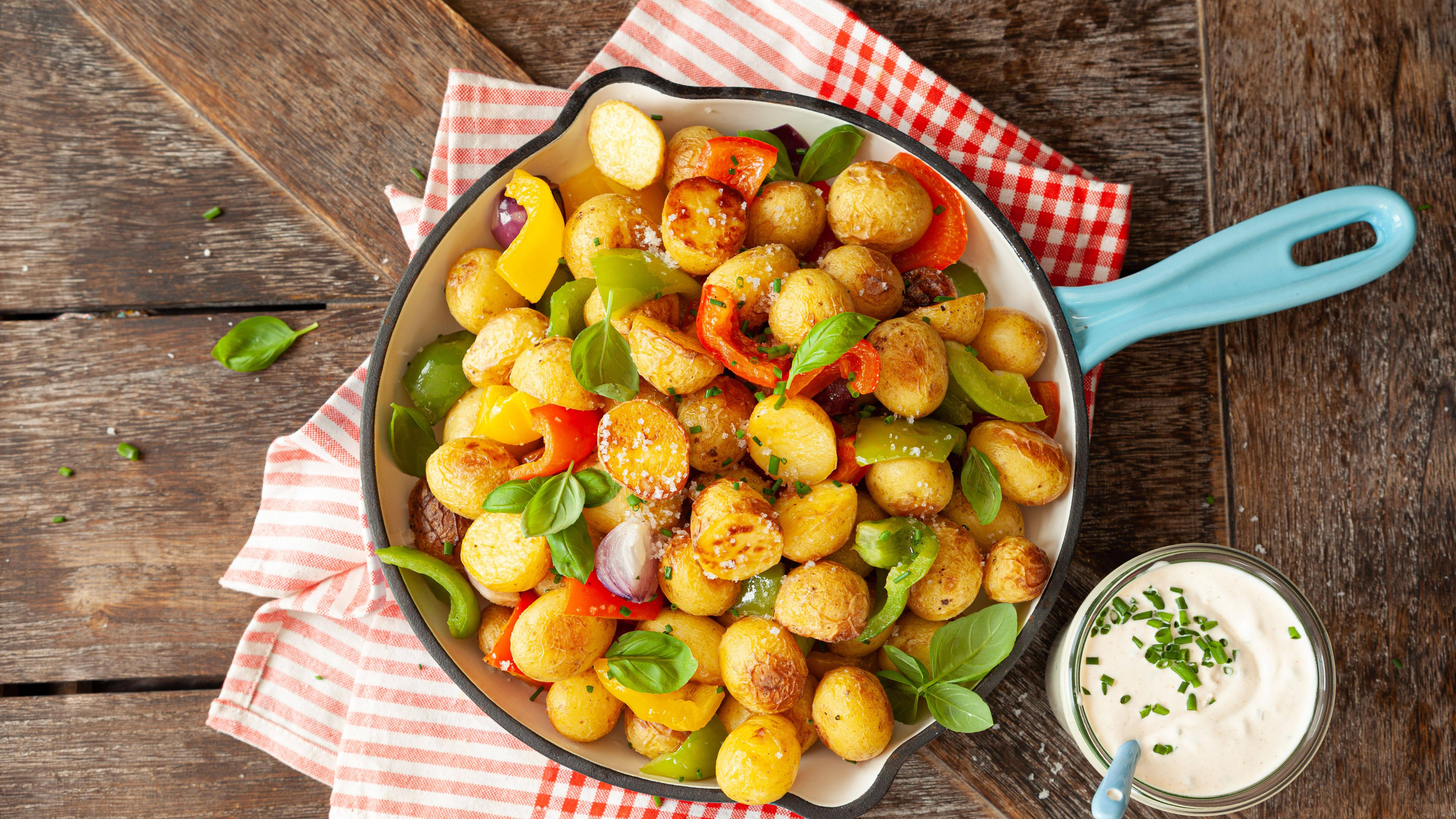 Ofenkartoffeln mit Gemüse - ein leichtes und veganes Gericht
