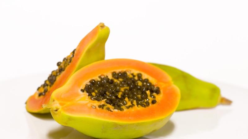 Papayakerne zu essen hat einige positive Wirkungen auf die physische Gesundheit des Körpers.