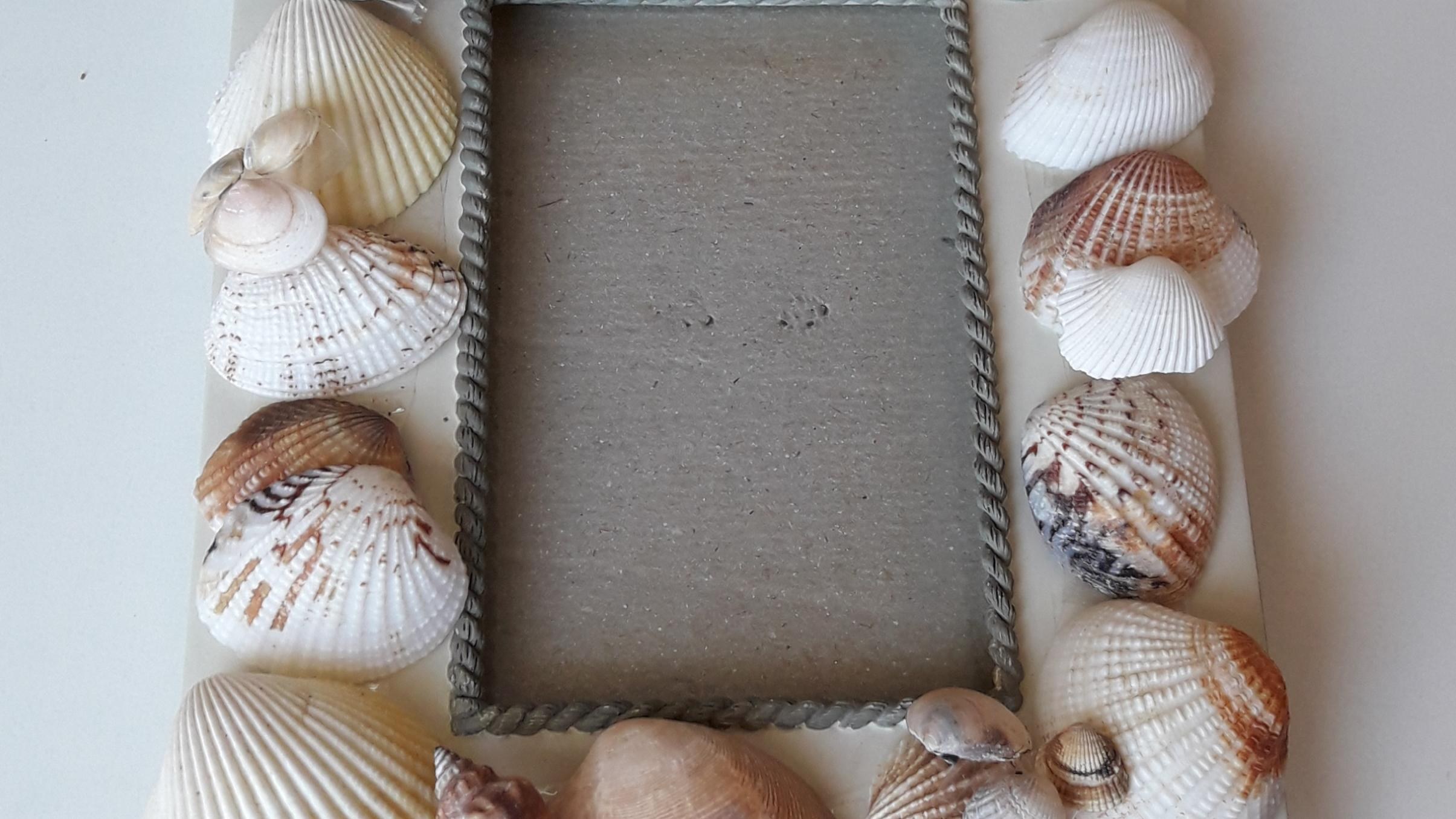 Muscheln eignen sich auch gut dafür, alte Bilderrahmen aufzuhübschen.