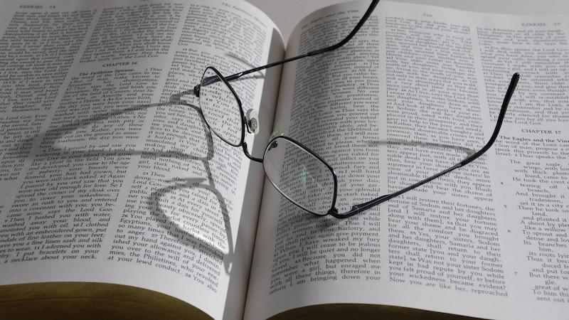 Brille oder Kontaktlinsen? - Vor- und Nachteile beider Sehhilfen