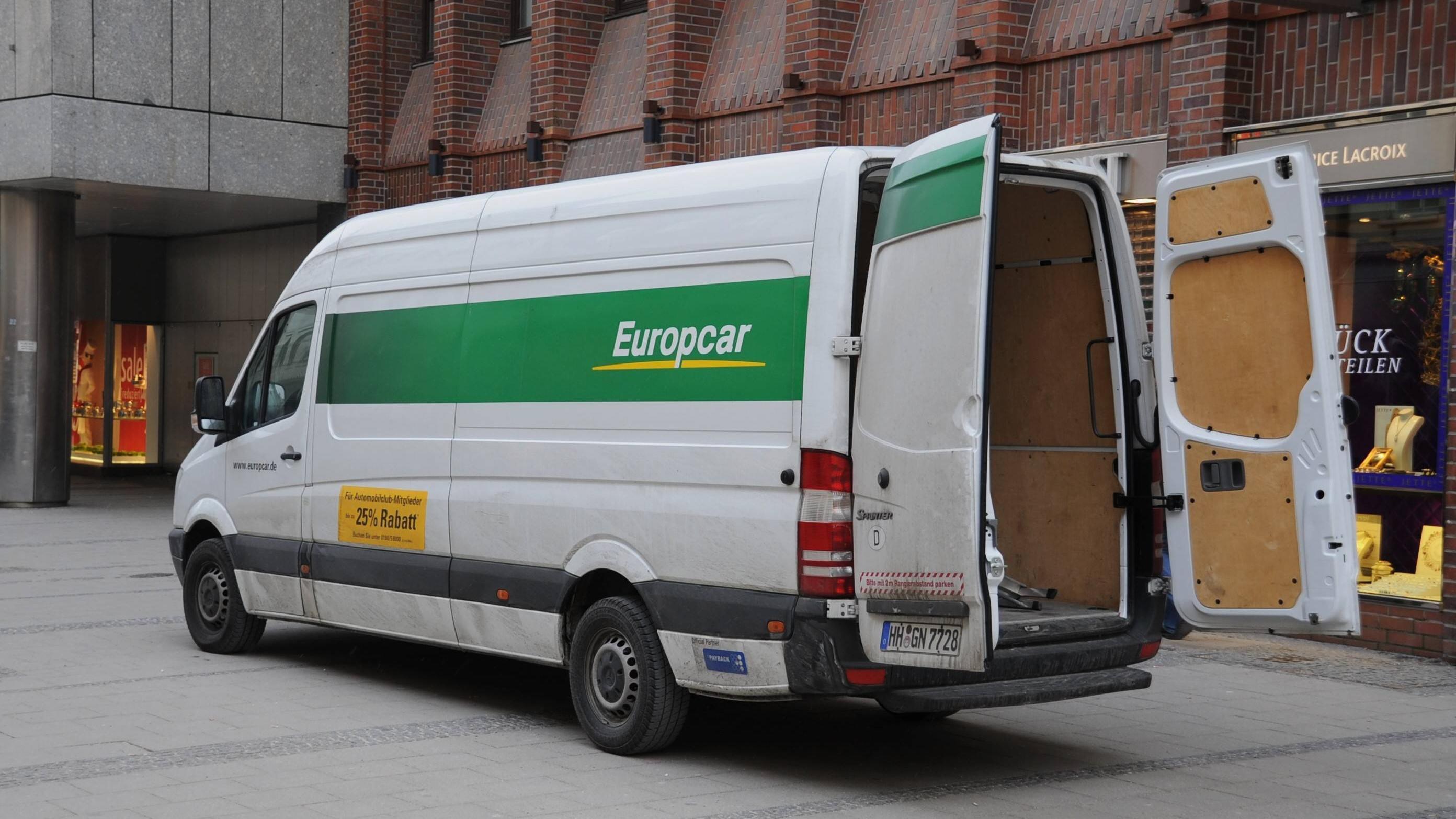 Eine Spülmaschine zu transportieren erfordert einiges an Vorbereitung und evtl. müssen Sie sich auch einen Transporter ausleihen.