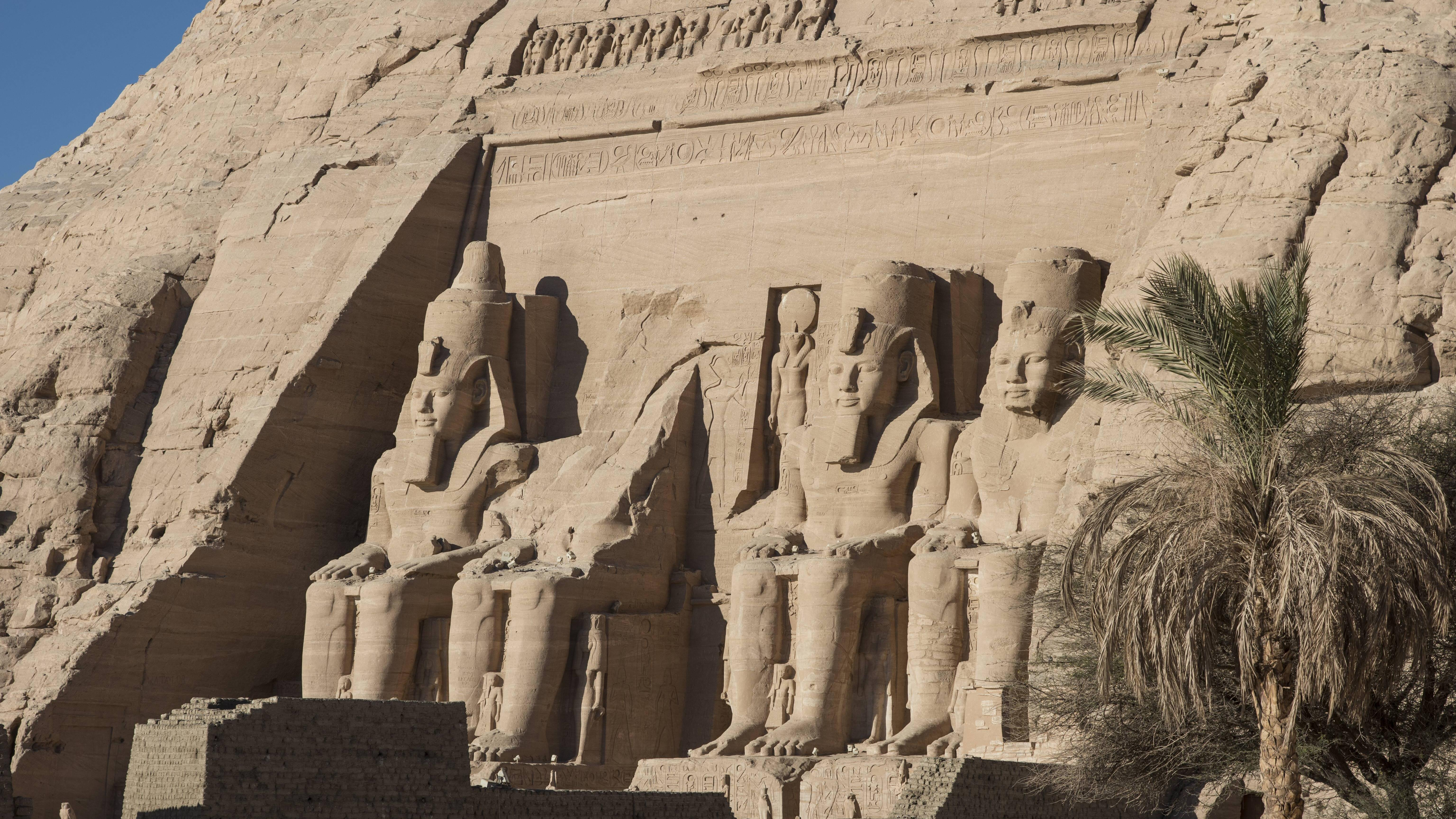 Eine Reise in den heißen Süden Ägyptens zur Besichtigung von Tempeln wie Abu Simbel lohnt sich.
