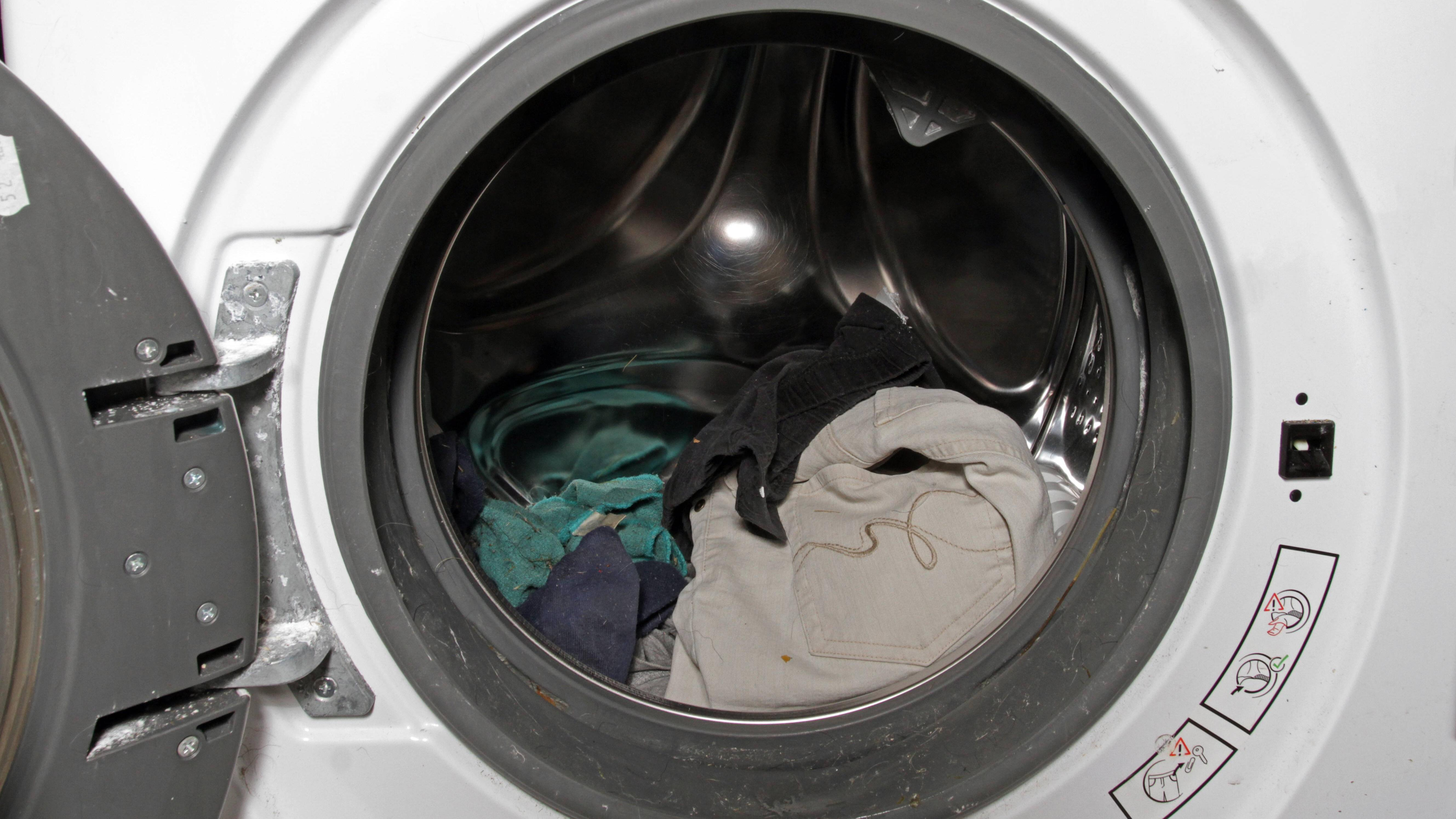 Schuhe in der Waschmaschine waschen: So geht es richtig