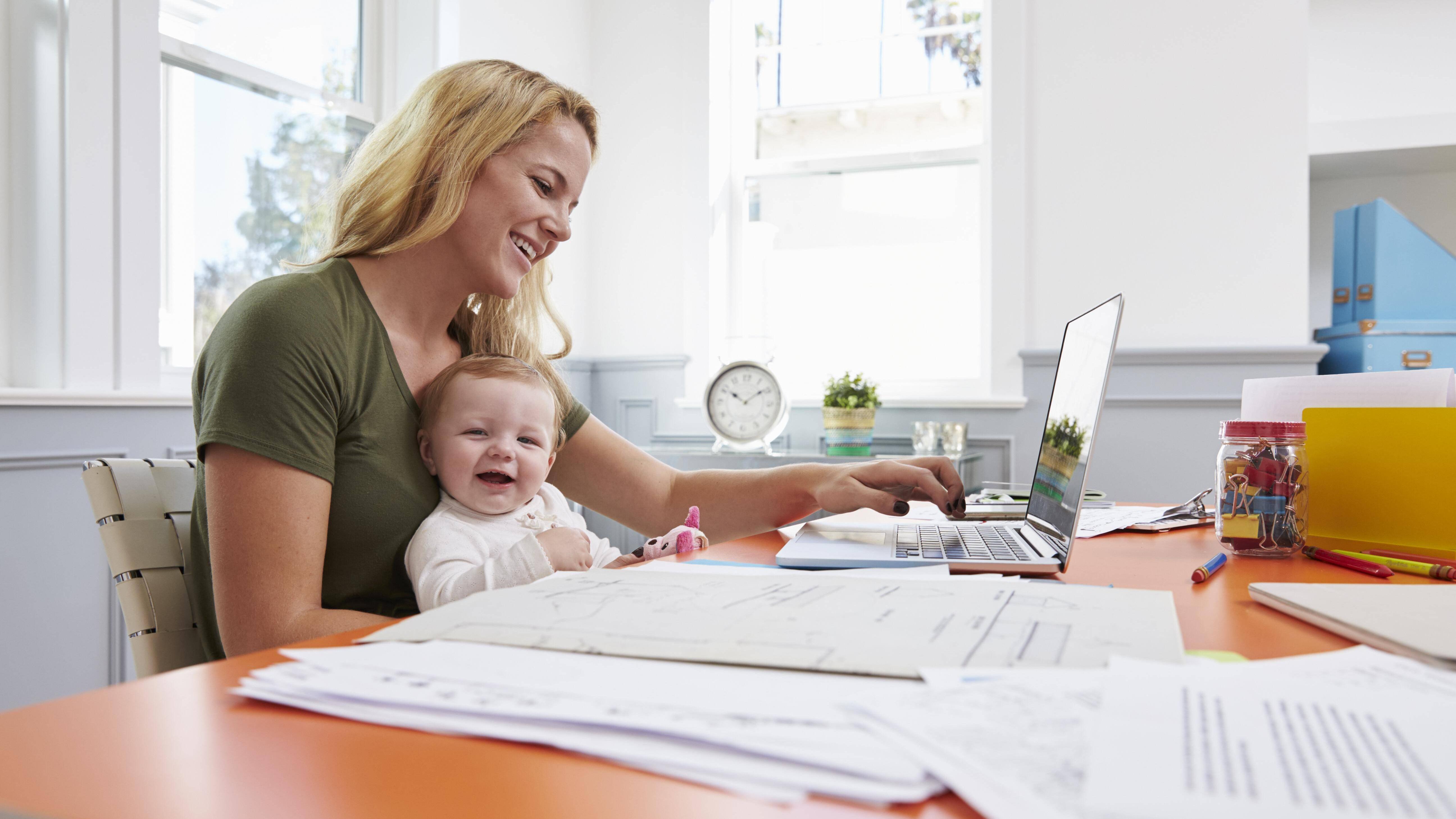 Kind und Karriere bekommen Sie mit der richtigen Planung und etwas Gelassenheit unter einen Hut.