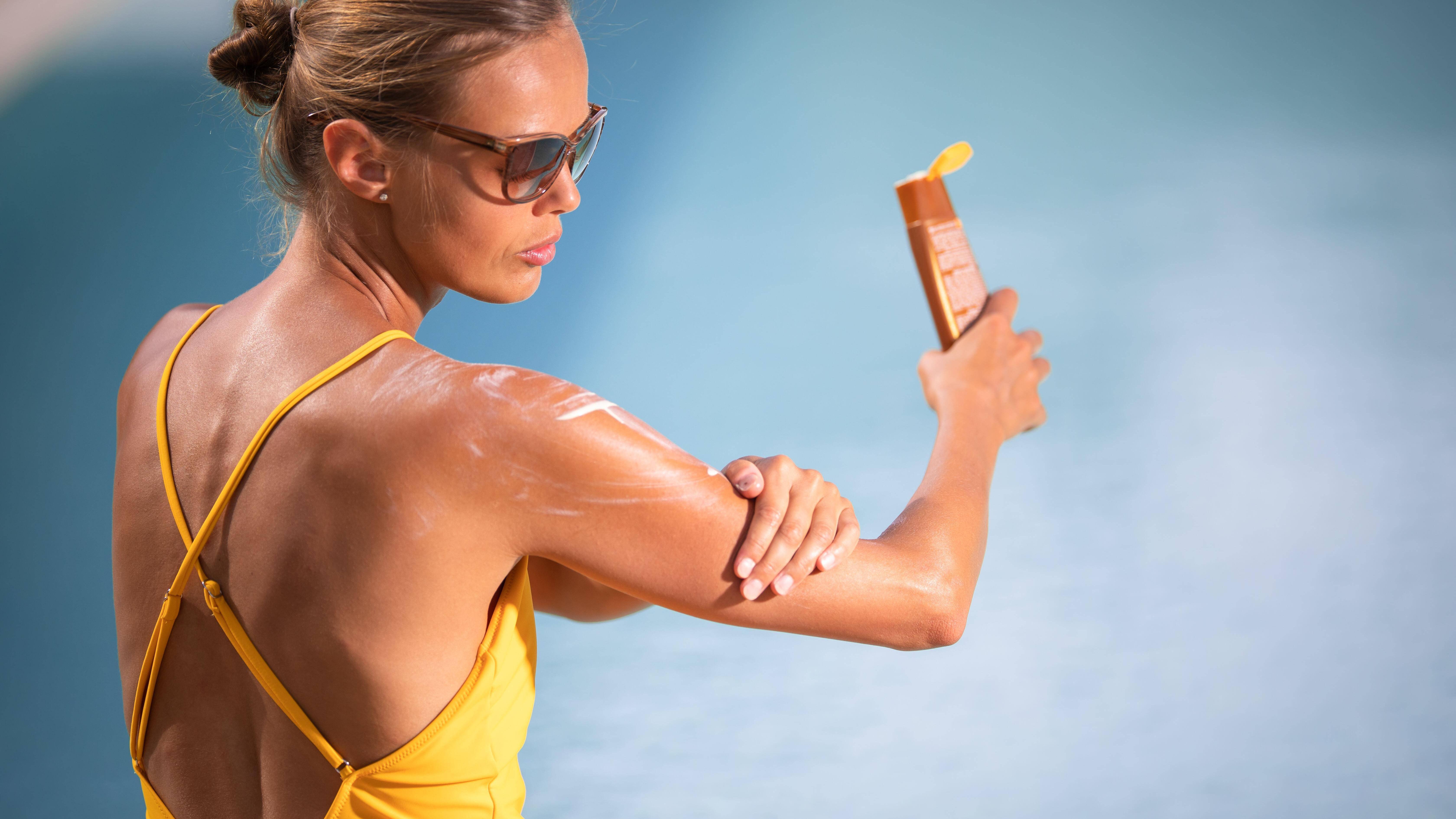 Sie sollten unter anderem Sonnencreme auf die Checkliste für Ihren Urlaub setzen.