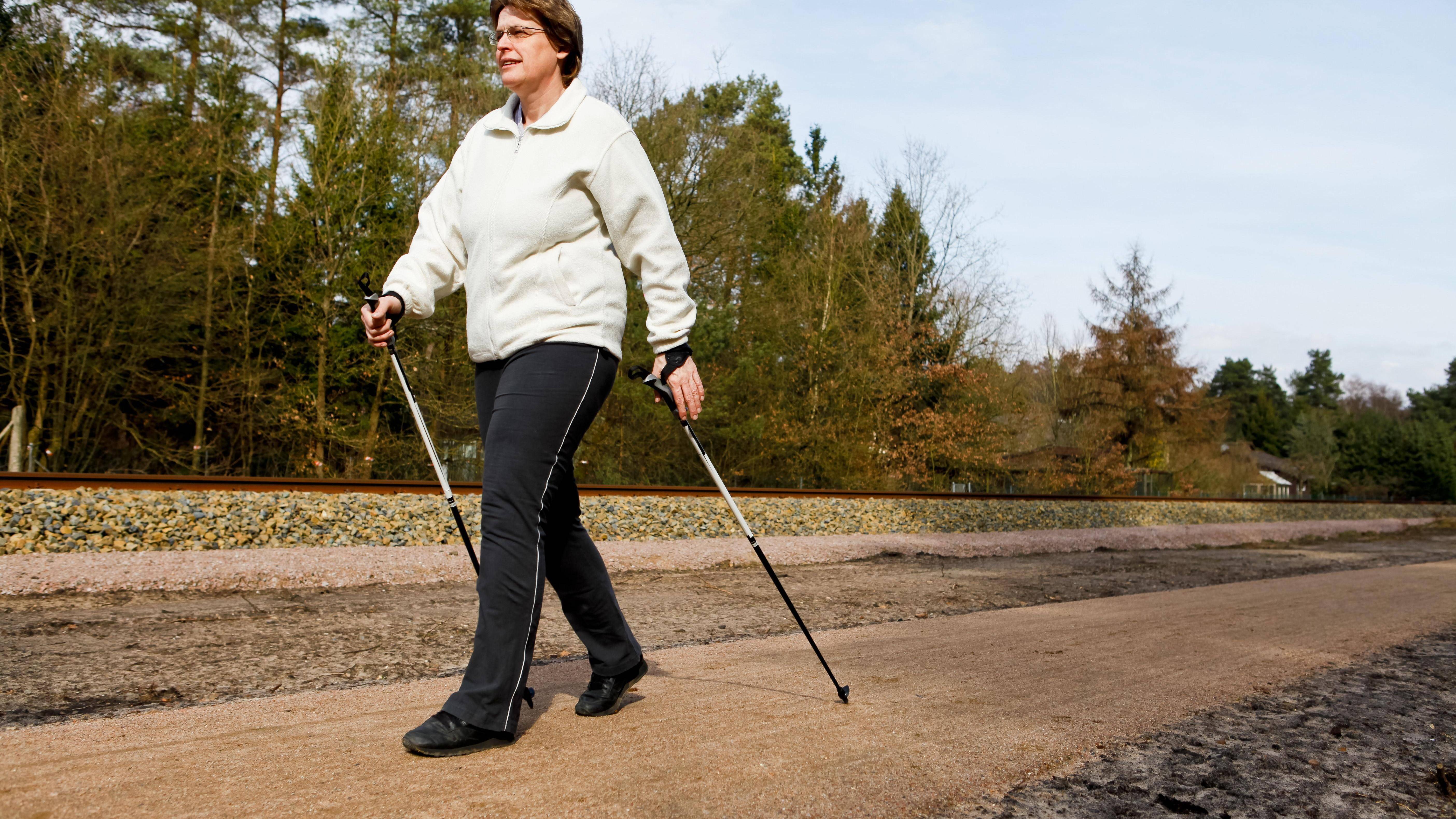 Richtig walken: Worauf Sie beim Nordic Walking unbedingt achten sollten