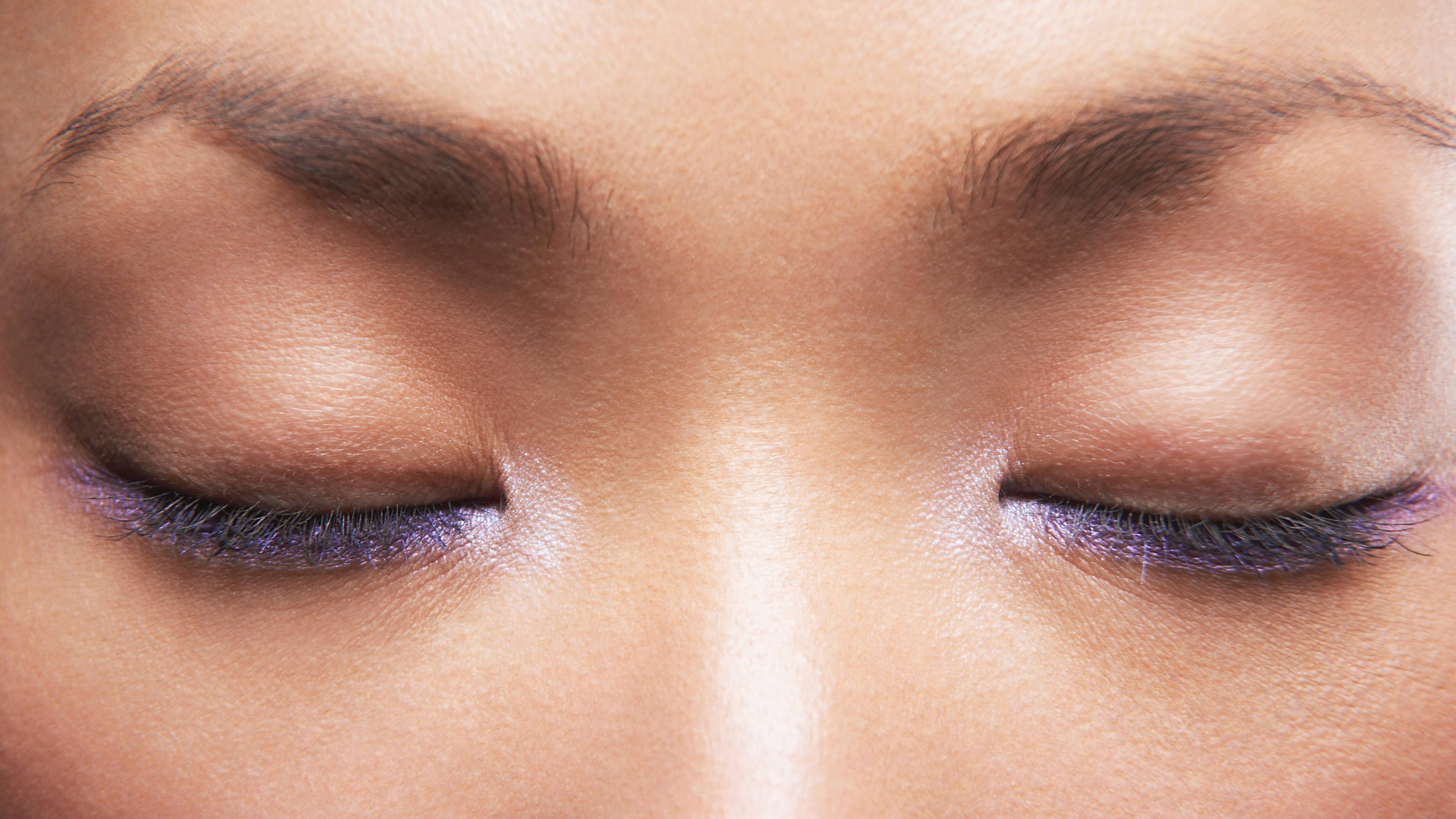 Die Augenmuskulatur sollten Sie nicht nur trainieren, sondern auch entspannen.