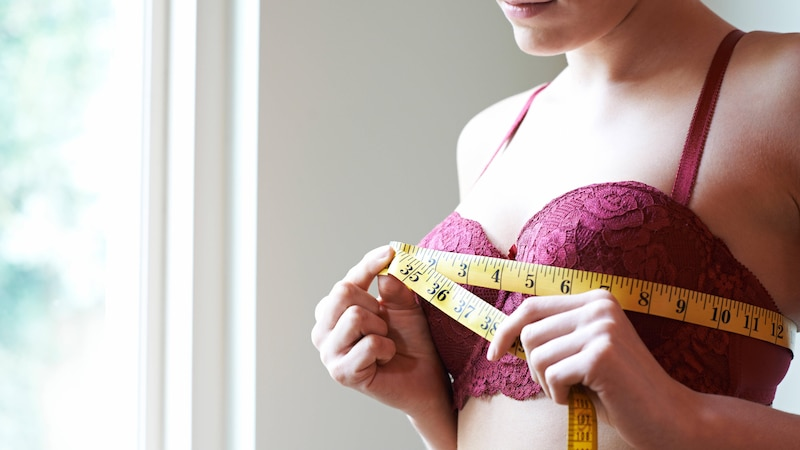 Es existieren Hausmittel für eine größere Brust. Die Wirksamkeit ist jedoch fragwürdig.