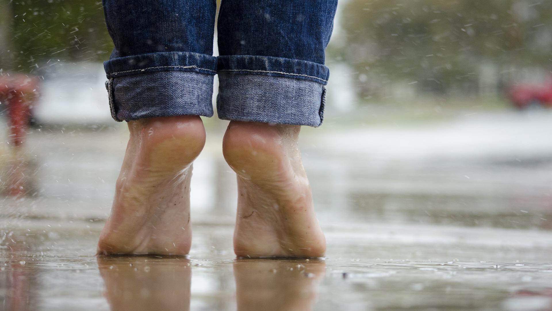 Sie sollten die Fußmuskulatur stärken, falls Sie Beschwerden beim Gehen haben.