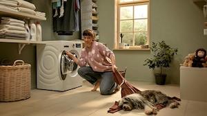 Einige der modernen Bosch-Waschmaschinen bieten zahlreiche Komfortfunktionen wie die Dosierautomatik i-DOS, mit AllergiePlus ein Programm zum Ausspülen von Pollen und eine SmartHome-Anbindung.