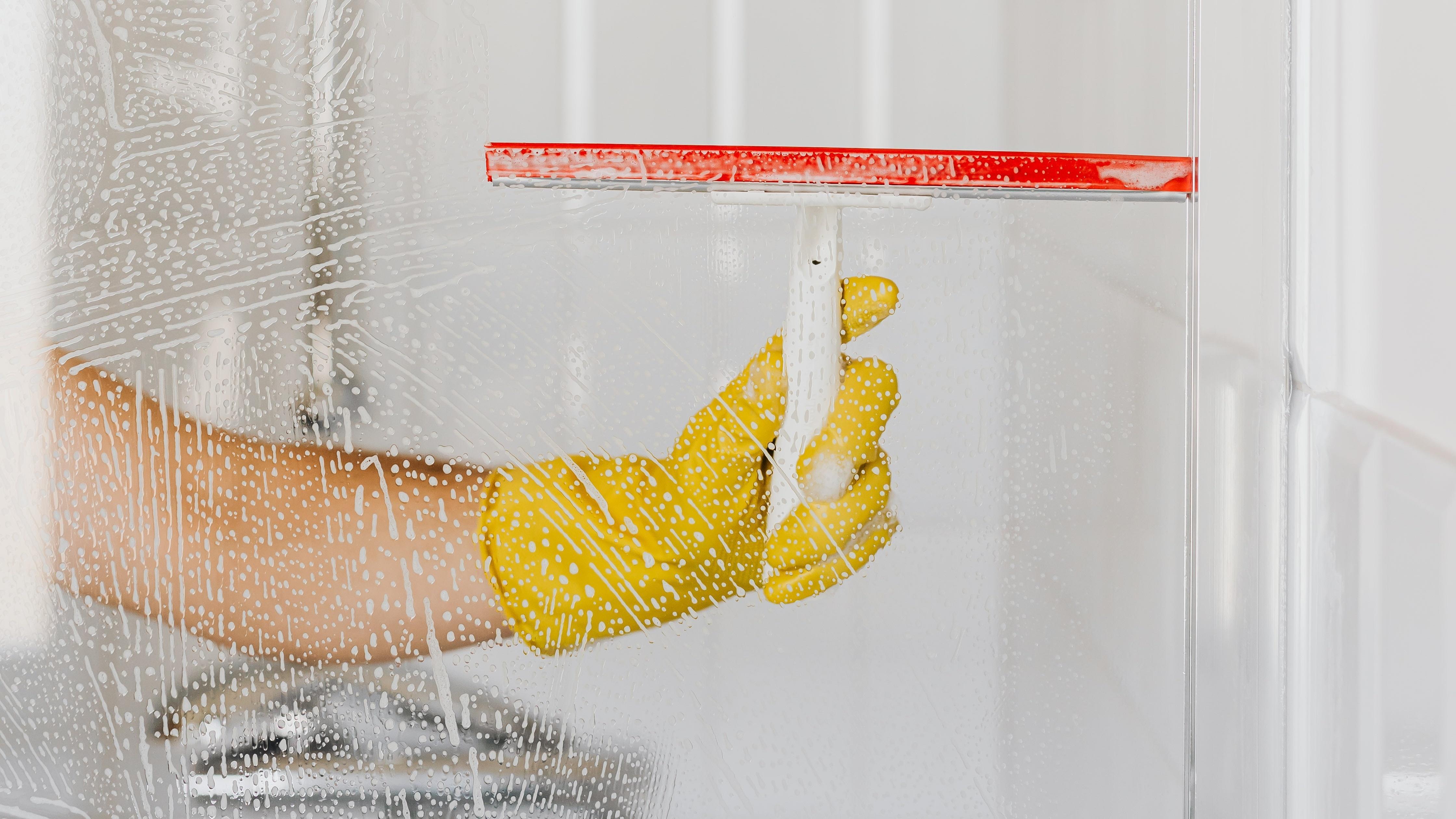 Duschkabine reinigen mit Hausmitteln