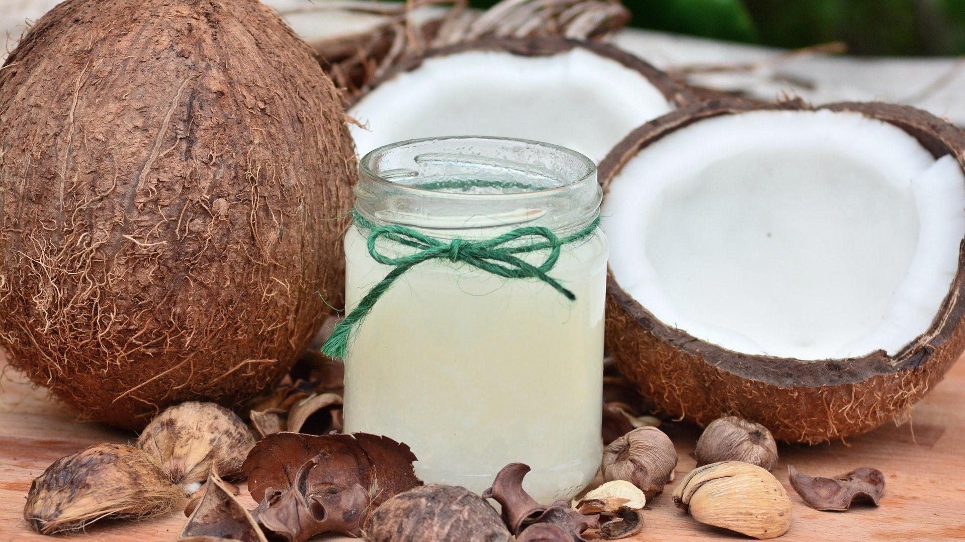 Kokosöl ist eine der Hauptzutaten der selbstgemachten veganen Butter.