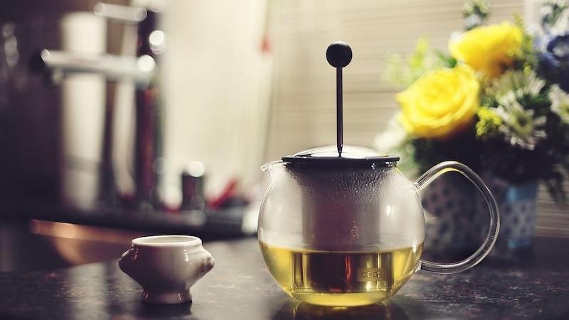 Besonders geeignet als Tee zur Fettverbrennung ist grüner Tee.