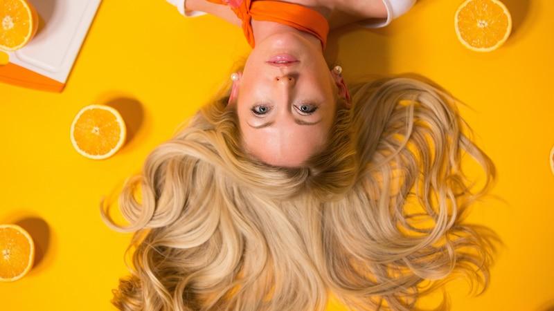 Dickere Haare bekommen: Mit diesen Methoden gelingt's