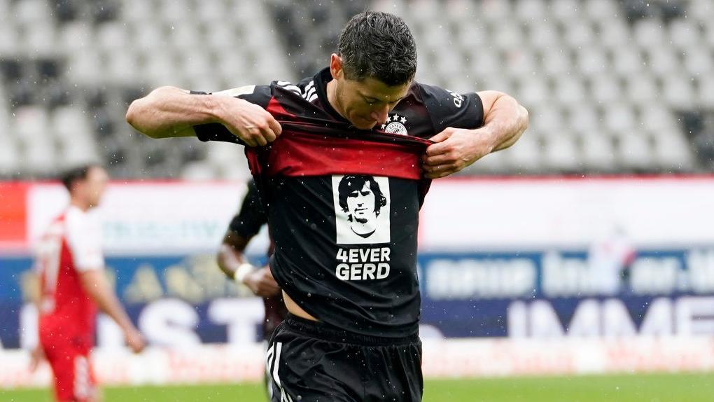 Rekord eingestellt: Robert Lewandowski würdigt Gerd Müller nach seinem 40. Saisontor am 15. Mai 2021