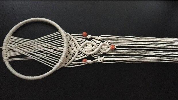 Mit ein bisschen Kreativität kommen am Ende solche Kunstwerke dabei heraus. Scheuen Sie sich nicht, Perlen einzufügen und neue Muster auszuprobieren.