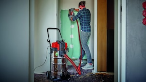 Nass-Trockensauger lassen sich vielfältig einsetzen - selbst beim Renovieren sorgen sie für Sauberkeit.