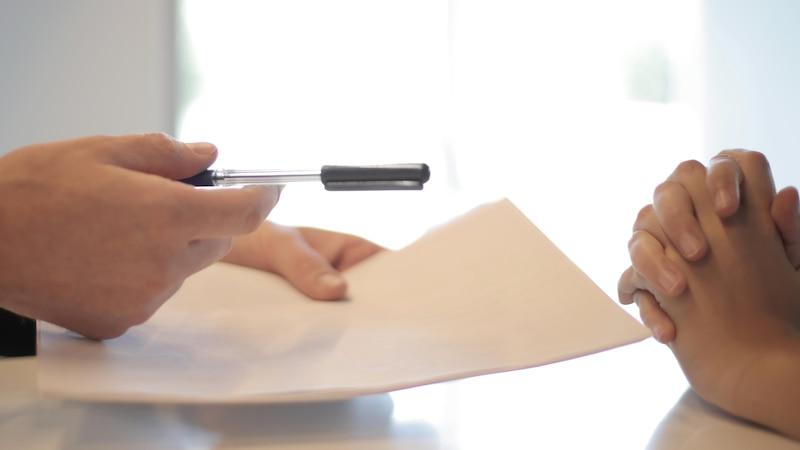 Arbeitsvertrag prüfen: Das sind die wichtigen Punkte