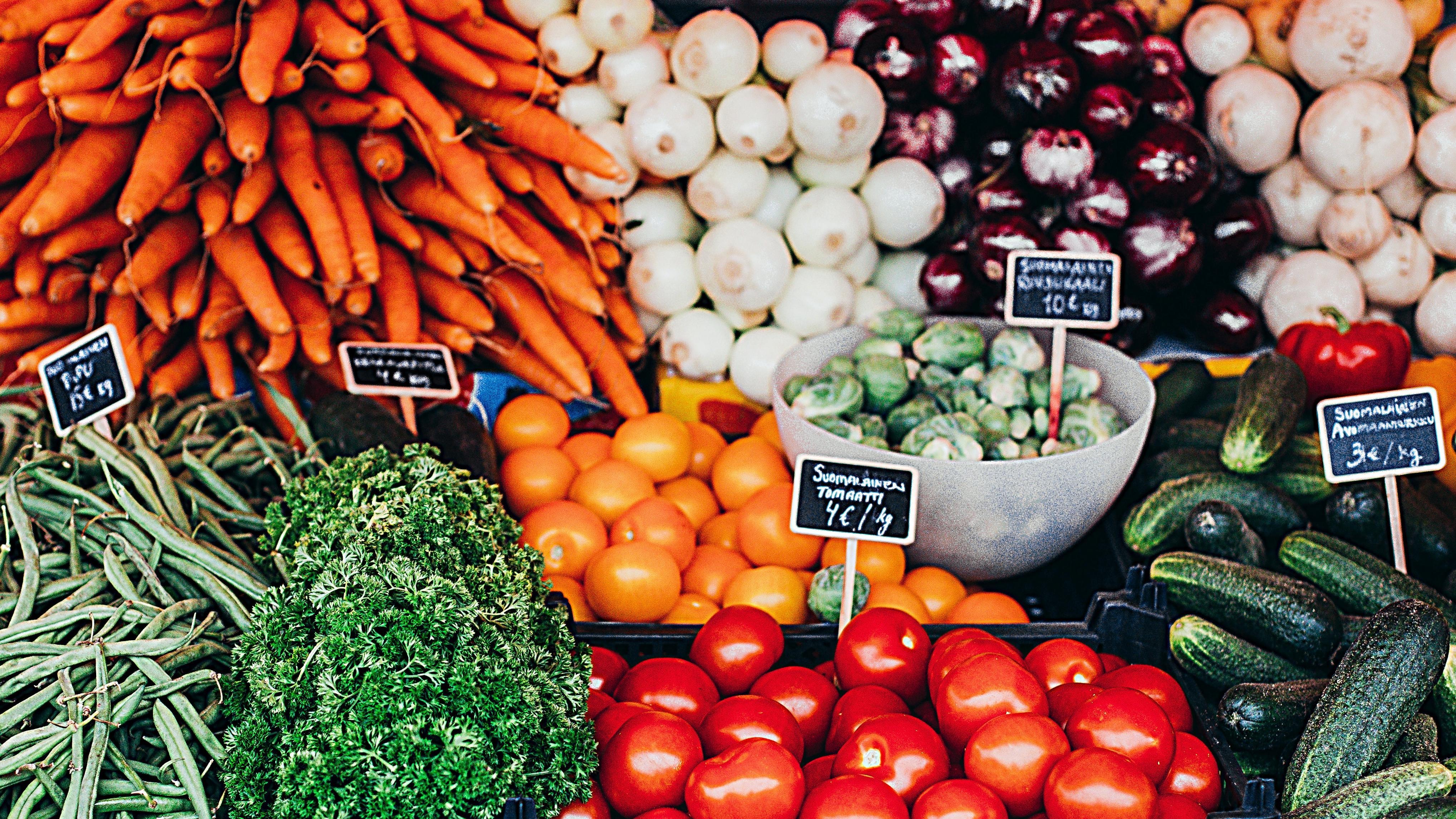 Für den Einkauf von regionalen, saisonalen und plastikfreien Produkten lohnt sich der Einkauf auf Wochenmärkten.