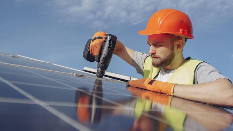 Photovoltaik-Anlagen werden immer populärer, um erneuerbare Energien zu gewinnen.