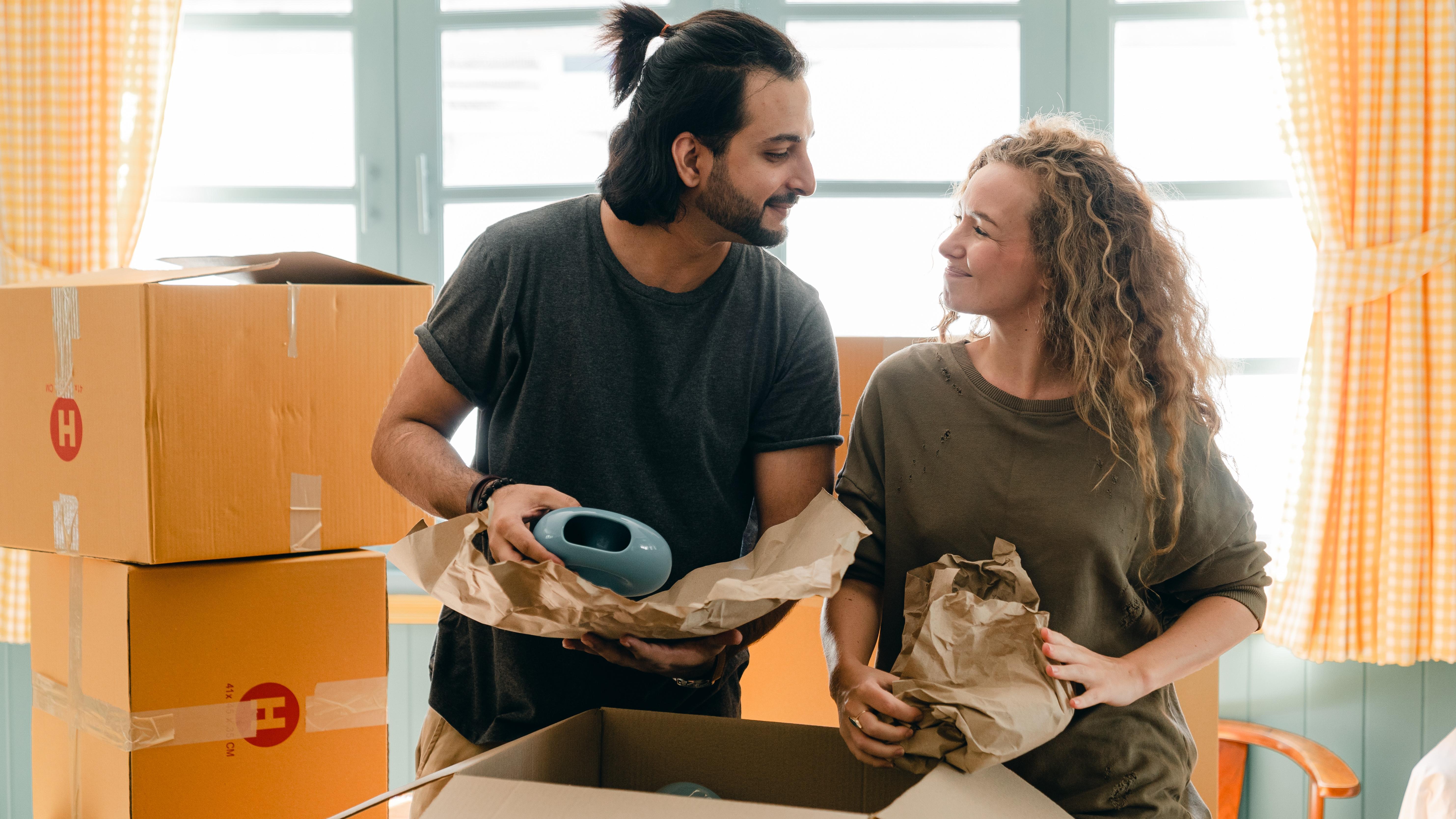Wohnen auf kleinem Raum: Tipps zum Umgang mit Ihrem Partner