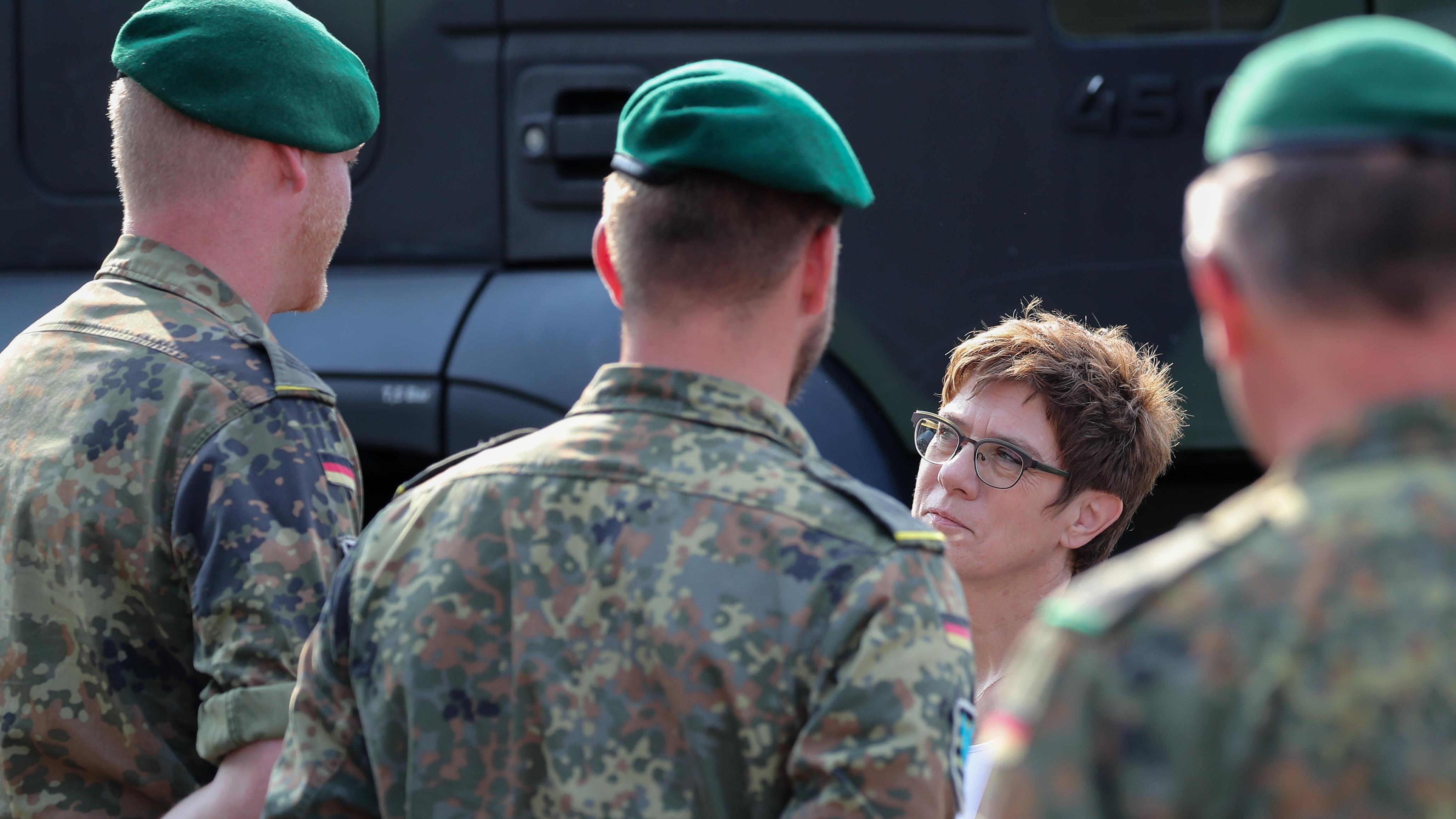 Schlechte Ausrüstung ist nur eins von vielen Problemen AKKs bei der Bundeswehr