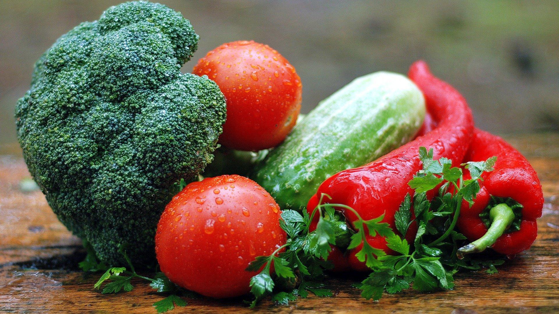 Lebensmittel gegen Übersäuerung sind Gemüse und Obst.