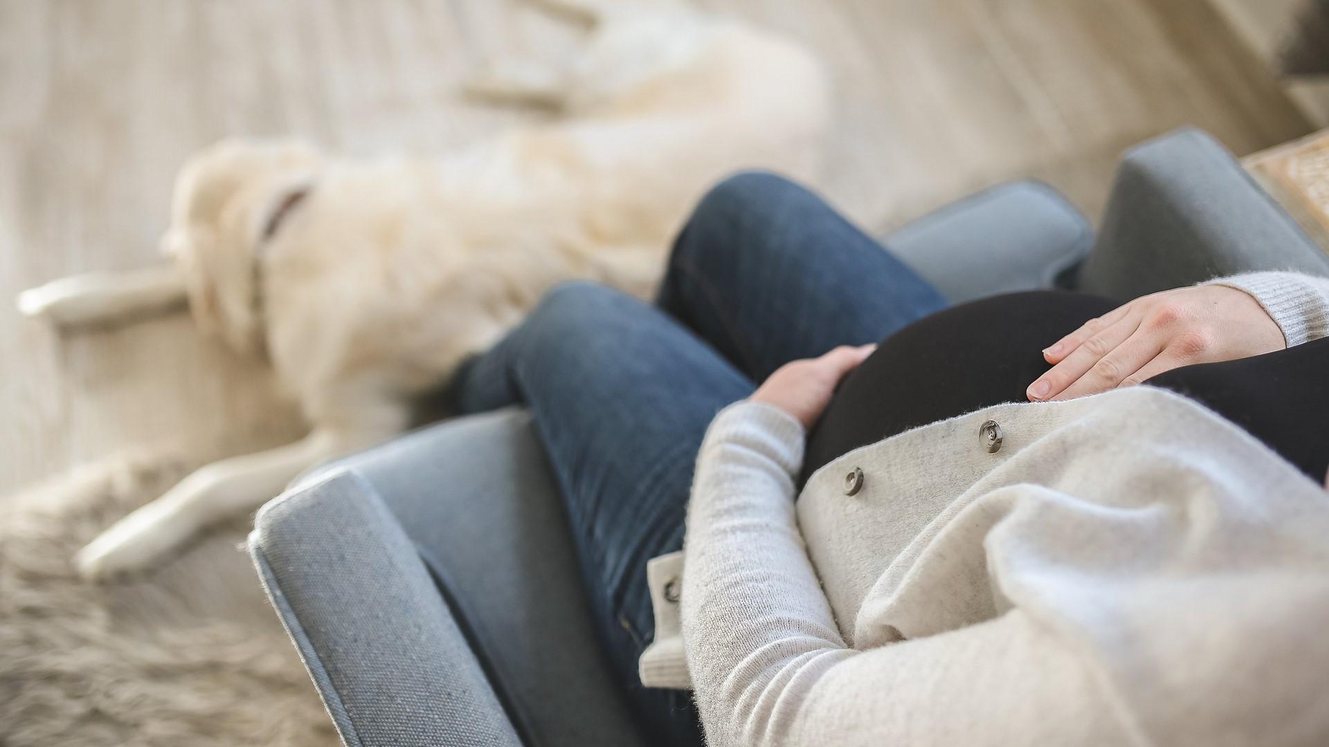Geschwollene Füße in der Schwangerschaft: Ursachen und Tipps