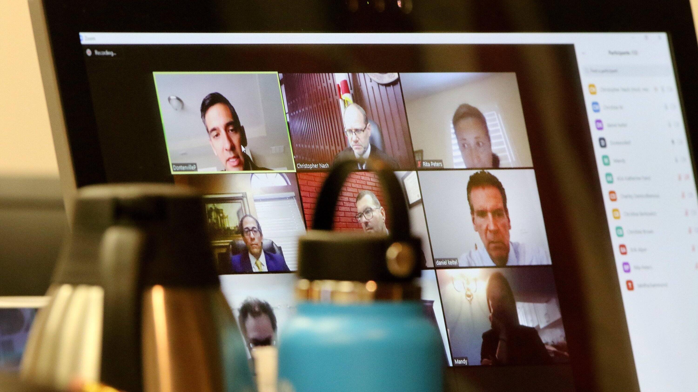 Bei Zoom können Sie in einer Videokonferenz einen virtuellen Hintergrund hinzufügen