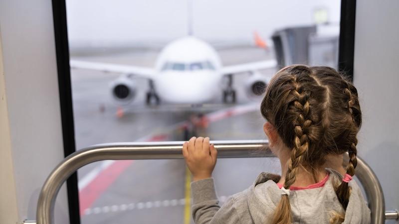 Kindersitz Flugzeug: Was Sie beachten müssen