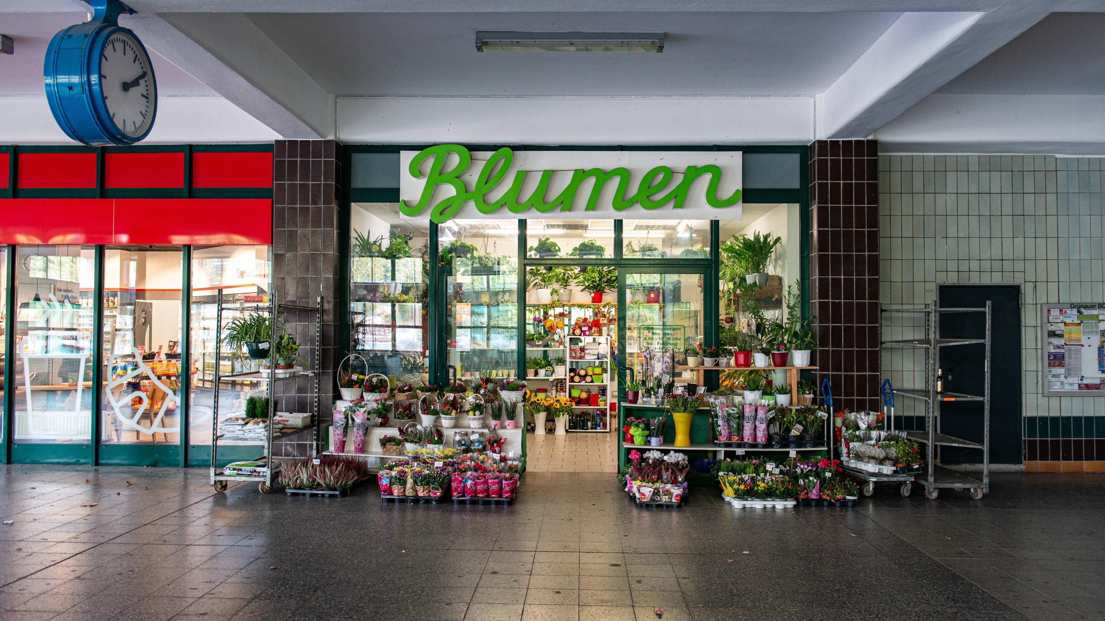 Auf Hauptbahnhöfen können Sie auch sonntags Blumen kaufen.