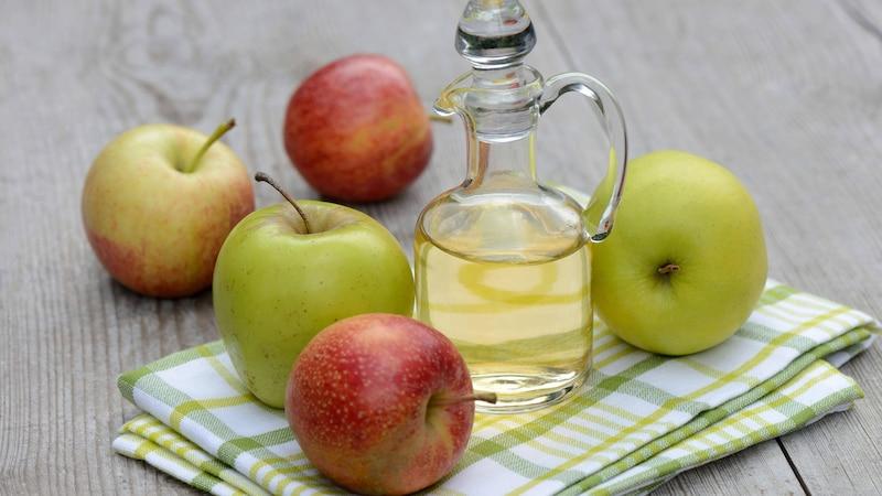 Apfelessig ist ein Hausmittel gegen Zysten.