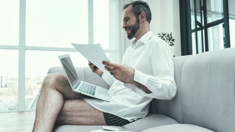 Nackt im Home Office: So vermeiden Sie Ohne-Hose-Momente im Call