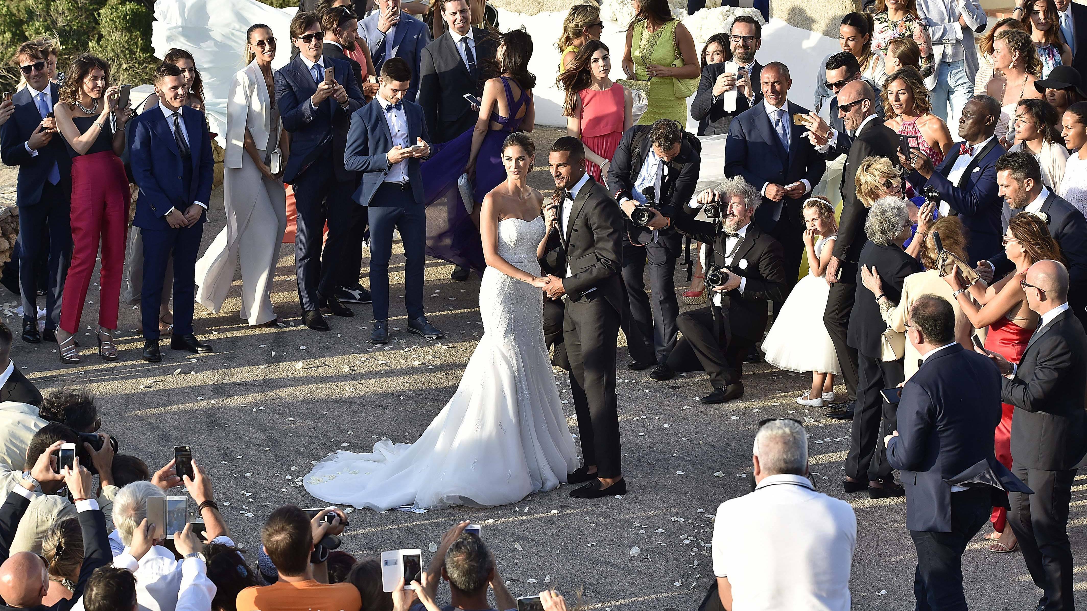 Heiraten ist einfach, aber was schreibt man auf den Umschlag einer Karte zur Hochzeit?