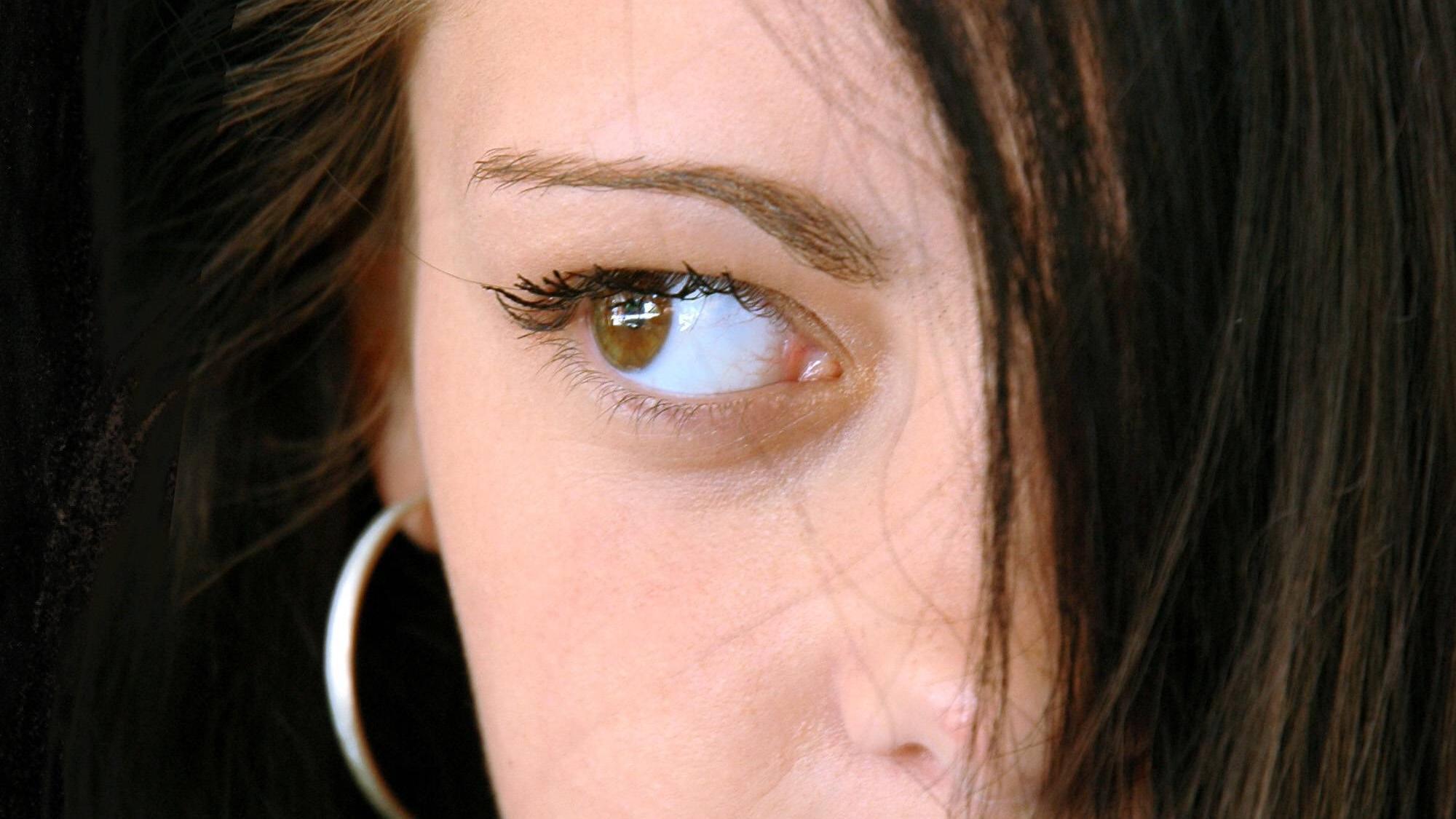 Fettige Haare über Nacht vermeiden: Die besten Tipps und Tricks